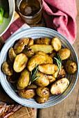 Ofenkartoffeln mit Rosmarin (Draufsicht)