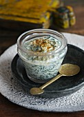 Yoghurt with spinach and curry (India)