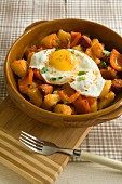 Potatoes with chorizo, peppers and fried egg