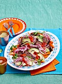 Rindfleisch mexikanische Art in Kaffee-Chili-Marinade mit Avocado, roten Zwiebeln und Süsskartoffeln