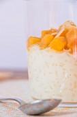 Milchreis mit Pfirsich