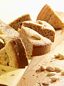 Nut cake with white almonds