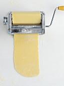 Teigherstellung mit Nudelmaschine