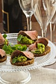 Pumpernickel with lamb and avocado purée