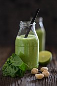 A spinach smoothie with macadamia nuts