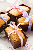 Lemon and poppyseed cakes as gifts