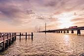 Marathon: Seven Mile Bridge vom Pier des Restaurant Sunset Grille, Marathon, Keys, Florida