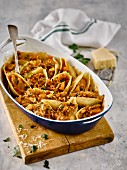 Shell pasta filled with chicken and mushrooms