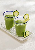 A broccoli smoothie with cucumber, courgette, avocado and apple juice
