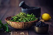Bean salad with baby spinach, olives and lemon pesto (low carb)