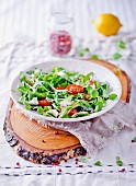 A mixed leaf salad with grilled tomatoes