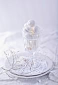 Vegan meringues in glass (festive)