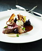 Beef fillet with mini beetroot, onions and bread chips