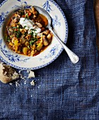 Lentil and vegetable stew with chopped parsley, sour cream and bread