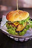 A cheeseburger with aubergine