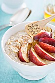 Porridge with peach, honey, cinnamon and almonds
