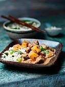 Rindercurry Massaman mit Sprgel-Reis