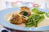 Hühnerbrust mit Spinatfüllung und grünen Bohnen