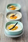 Semolina pudding with peaches and vanilla