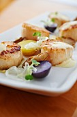 Fried scallops with Beurre Blanc and purple potatoes