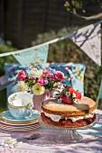Victoria Sponge Cake (Rührkuchen, England) mit Erdbeeren