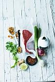 Rindfleisch, Zwiebel, Frühlingszwiebel, Koriander und Gewürze