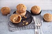 Vegane Energy-Booster-Muffins mit getrockneten Maulbeeren