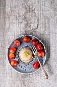 Shortcrust pastry tartlet with pistachio nuts and cherries