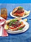 Lammburger mit Hummus und Tomaten