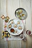 Frische Austern mit Mignonette Sauce und Bier