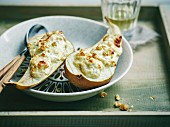 Grilled pears filled with gorgonzola