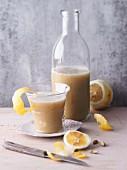 Maulbeer-Apfel-Smoothie mit Ingwer und Kardamom