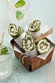 Vegetarische Spinatcrepes mit körnigem Frischkäse