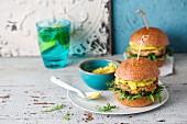 Lachs-Quinoa-Burger mit Avocadocreme