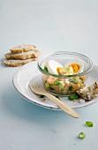 Eier mit Räucherlachs-Gurken-Tatar