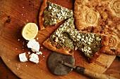 Fladenbrot mit Ziegenkäse und Pesto mit Afghan Brot