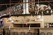 Bartresen und Grill in einem Steakhaus in Johannesburg, Südafrika