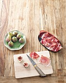 Ingredients for fig skewers with ham