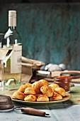 Cheesy profiteroles with wine