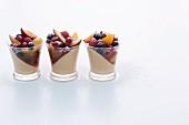 Lebkuchencreme mit in Rum marinierten Früchten