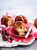 Hot cross buns und selbstgemachte Ostereier