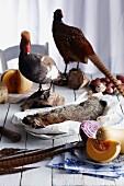 Herbstliches Stillleben: Tote Wildtiere und Gemüse