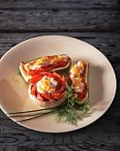 Gefüllte Zucchini und gefüllter Champignon