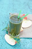 A chickweed smoothie with apple