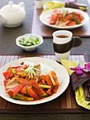Knusprig gebratene Fischhaut mit süß-saurer Sauce (China)