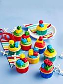 Backen für Kinder: Bunte Lego-Cupcakes