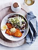 Hähnchenschnitzel mit Chinakohl-Trauben-Salat