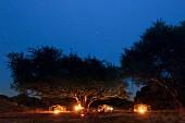 Nächtliches Camp bei Wandersafari, Sambia, Afrika