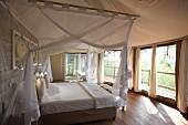 Schlafzimmer einer Lodge, Afrika