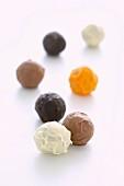 'Lebkugeln', Lebkuchen-Pralinen mit Schokolade überzogen